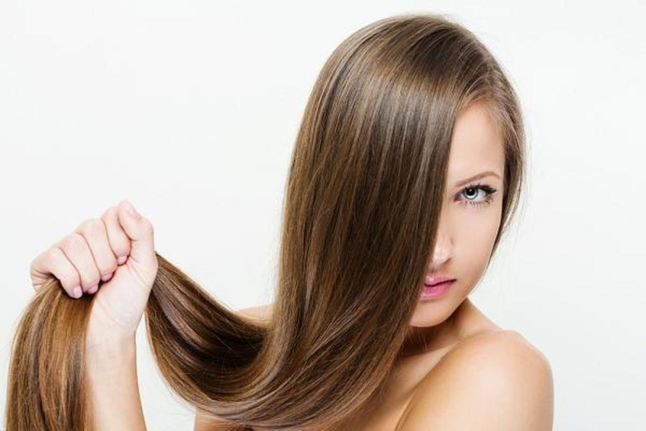 صفار البيض يساعدك على علاج شعرك الجاف المقصف