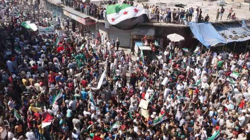 المظاهرات العارمة في إدلب منددة بالنظام السوري