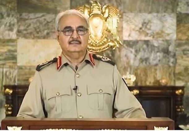 حفتر يتراجع عن اتهاماته للجزائر ويتهم قطر