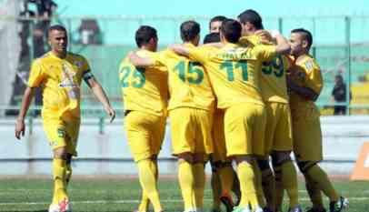 شبيبة القبائل يتصدر قمة الدوري الجزائري مؤقتًا