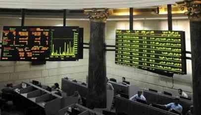 بورصة مصر تتراجع لأدنى مستوى في 18 شهرا وأبوظبي الأول يصعد بسوق الإمارة