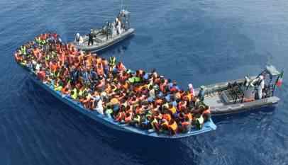 البحرية المغربية تطلق النار على قارب