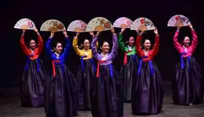 لقطات من حفل الفرقة الموسيقية الكورية بالكويت