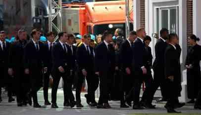لاعبو ليستر سيتي يشاركون في جنازة مالك النادي