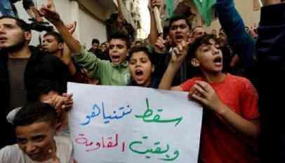 غزة.. توزيع حلوى بمسيرة احتفاء باستقالة ليبرمان