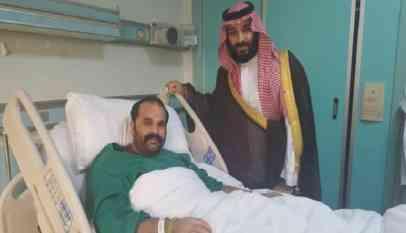 ولي العهد السعودي يزور جنديا مصابا
