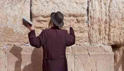 حينما تنفذ اسرائيل إرادة الإله فإنها تضيف إلى إرادة الإله
