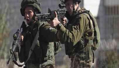جنود الإحتلال يطلقون النار على فتاة فلسطينية