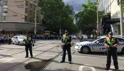 مسلح يهاجم المارة بأستراليا