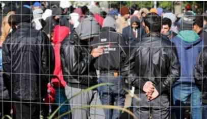 اليونان.. إصابة 18 شخصا في تحطم سيارة مهاجرين