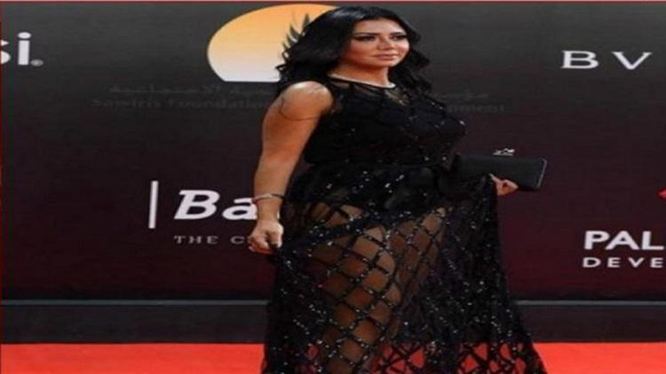 رانيا يوسف تعتذر عن واقعة «الفستان المثير»