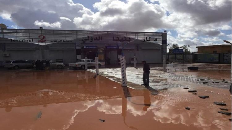 السيول تغرق مطار في ليبيا