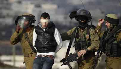 الاحتلال يعتقل 8 فلسطينيين خلال مداهمات