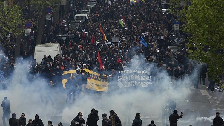 حكومة ماكرون تتراجع أمام المتظاهرين