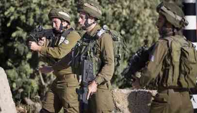 الاحتلال يقتل فلسطيني بزعم محاولته طعن جنود
