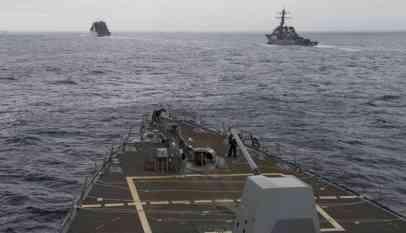 البحرية الأمريكية تحذر من عمليات روسية وصينية