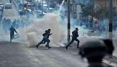 الاحتلال يقمع فلسطينيين