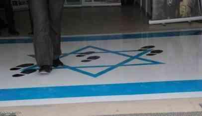 أردنيون يتضامنون مع وزيرة داست علم إسرائيل