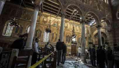 مقتل قبطييّن على يد شرطي وسط مصر