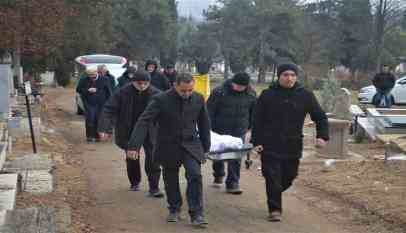 دفن مهاجريّن في مقدونيا بعد 6 أشهر