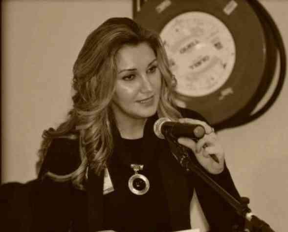 نِكايةً بذاكَ الأحْمَر . شعر :جوانا إحسان أبلحد . العراق