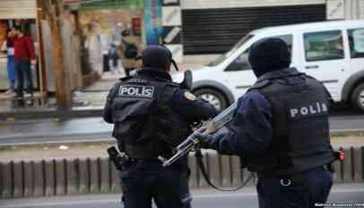 تركيا توقف 20 مهاجرا عربيا