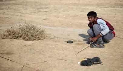 صائد الطيور المغردة.. أحلام مجهضة على أطلال مطار غزة الدولي
