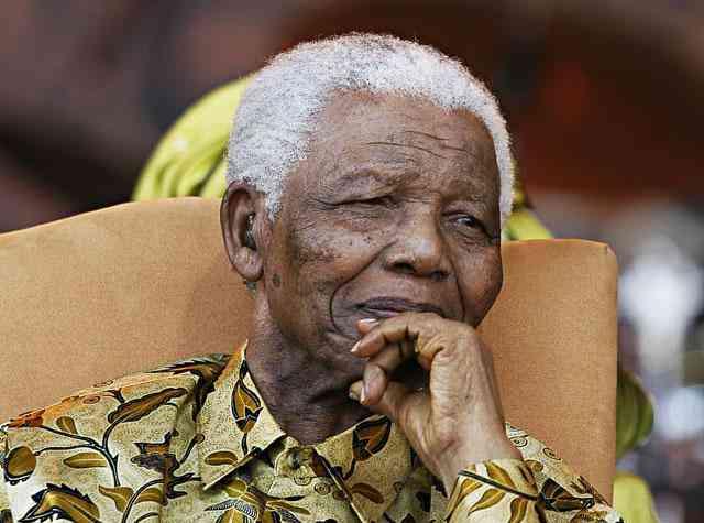 نجوم الفن والغناء فى جوهانسبرج يحتفلون بمانديلا