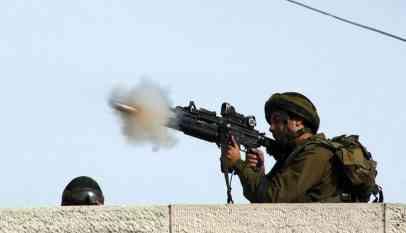 الاحتلال يطلق النار على فلسطيني مجددا