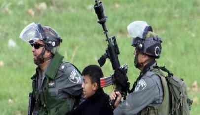 الاحتلال يعتقل 15 فلسطينيا من بنيهم طفلين