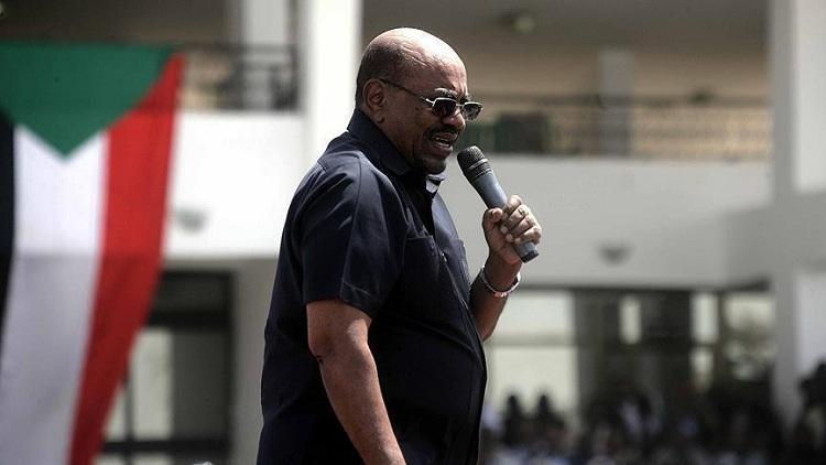 الرئيس السوداني يبدي استعداده التنازل عن السلطة