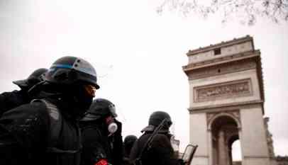 القبض على عشرات المحتجين من «السترات الصفراء» في فرنسا