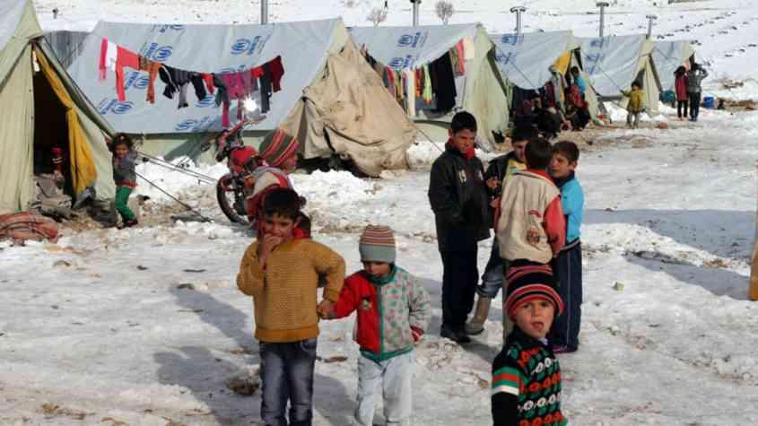 مساعدات للاجئين بمخيم الازرق