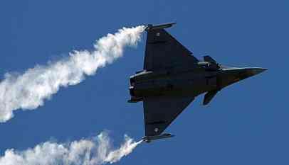 12 مقاتلة رافائل في دريقها إلى مصر