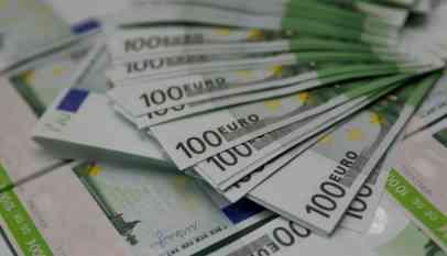 مخاوف اقتصادية تطيح باليورو مقابل الدولار