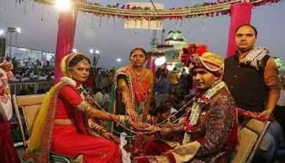 عروس هندية تكمل مراسم حفل زفافها رغم إصابتها بطلق ناري