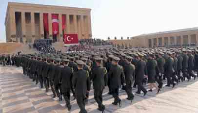 أوامر اعتقال بحق 100 عسكريا في تركيا