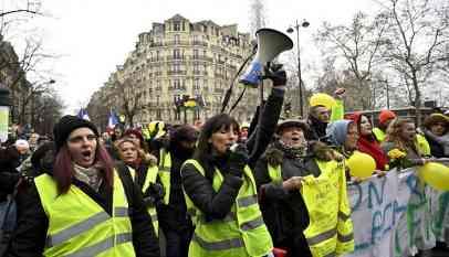 مئات الفرنسيات يخرجن في احتجاجات