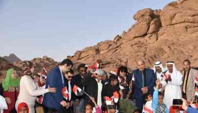 وزيرة الثقافة تشهد الأنشطة الثقافية بين الجبال بسيناء