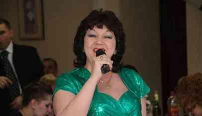 وفاة المغنية الروسية فانيا خيلوفا على خشبة المسرح