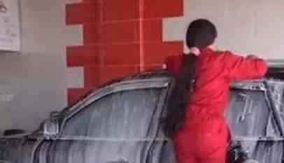 (للنساء فقط) افتتاح مغسلة سيارات في السويداء جنوب سوريا