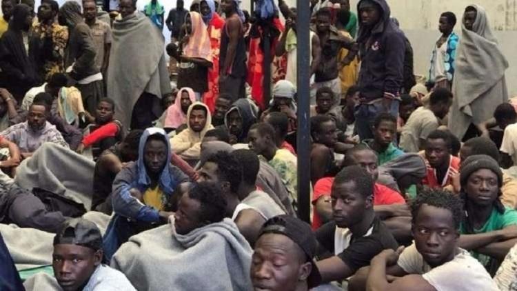 ليبيا تعيد 165 مهاجرا إلى بلدانهم