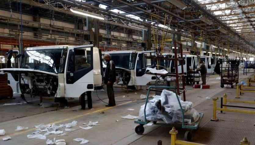 خطر يهدد الإنتاج في مصنع الشاحنات الوحيد بليبيا