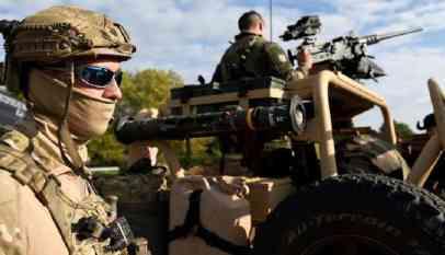 القوات البريطانية والفرنسية بسوريا يرفضان حماية القوات الكردية 57