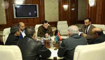 السراج يبحث إجراءات تحسين مرتبات الكوادر الصحية الليبية 5