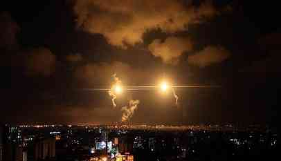 طائرات الاحتلال تقصف موقعا بالقرب من محتجين بغزة
