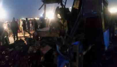 مصرع وإصابة 20 شخصا في حادث تصادم بالقرب من العاصمة الإدارية