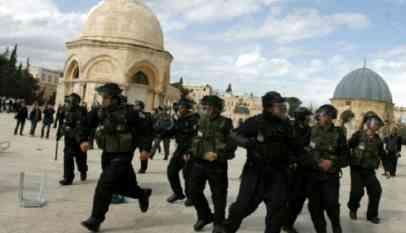 وزير صهيوني يقتحم المسجد الأقصى