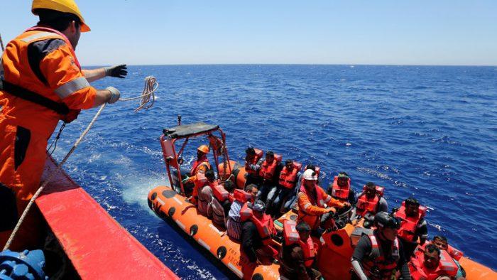 اعتقال 14 حاولوا اجتياز الحدود البحرية التونسية
