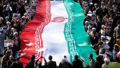 طهران تتحدى العقوبات الأمريكية
